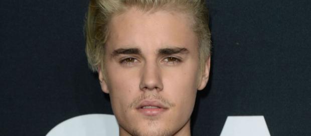 Justin Bieber cansou das fotos com os fãs