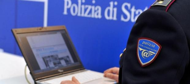 Zece români arestați în Italia pentru fraude pe internet
