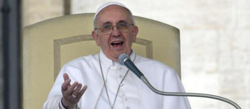 Papa Francesco durante un'udienza (immagine tratta dal web)