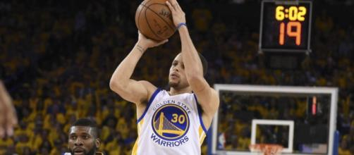 Stephen Curry anotó el triple decisivo para que Golden State avance a la final de la Conferencia Oeste