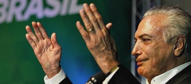 Em seu discurso, Temer se engasgou e pediu pastilha para aliviar a garganta
