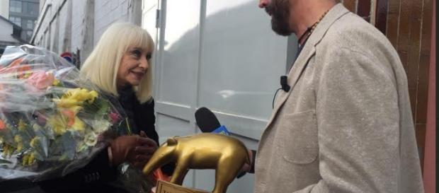 Raffaella Carrà e il Tapiro d'Oro per la gaffe a The Voice of Italy