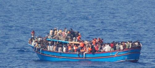 Barcone migranti. In Italia arrivano più migranti che in Grecia