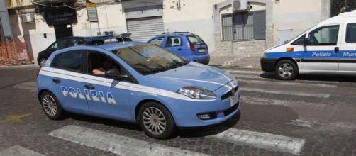 Tre malviventi rapinano un bar a Monterusciello, Pozzuoli