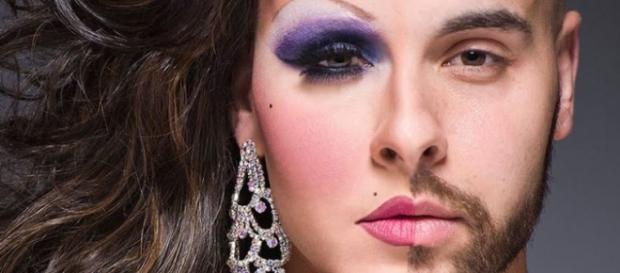 Footo de una persona transgénero, antes y después de los tratamientos