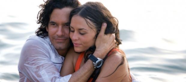 O casal protagonista da novela 'Mar de Amor'.