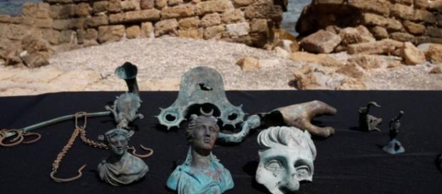 Relíquias encontradas por mergulhadores em Cesareia, Israel