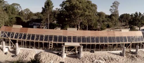 A escola autossustentável utilizou para construção 60% de material reciclado