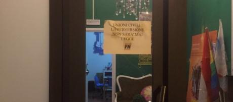 Il volantino affisso da Forza nuova durante l'irruzione.