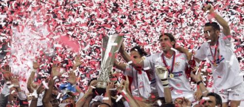 El Sevilla celebrando la Europa League