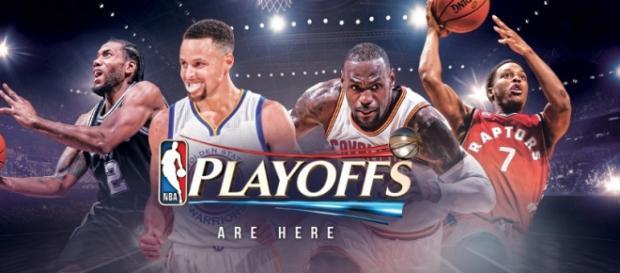 Imagen publicitaria de los playoffs de la NBA donde se pude ver en orden de izquierda a derecha a Leonard, Curry, James y Lowry