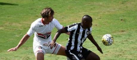 Comentarista fez críticas ao setor ofensivo do Botafogo
