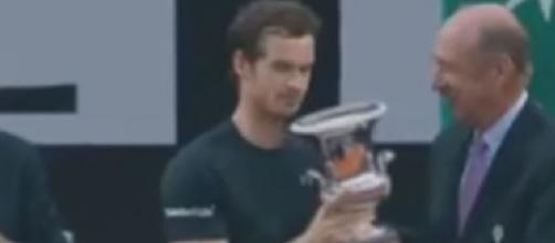 Murray receiving Italian Open's trophy, via Youtube