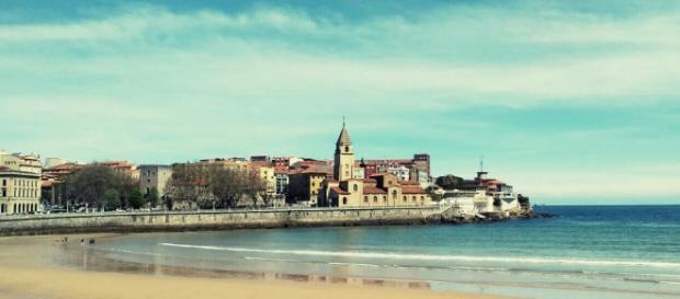 Muere un joven en su despedida de soltero en Gijón al caer desde una ventana
