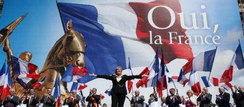 """Comizio del Front National, uno dei partiti più forti dell'estrema destra """"identitaria"""" e """"altereuropeista"""""""