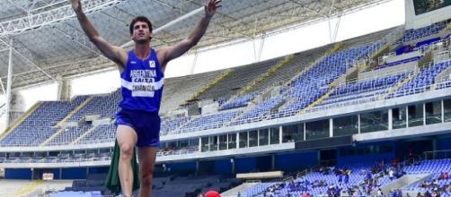 Germán Chiaraviglio se consagró campeón iberoamericano de salto con garrocha con una marca de 5,60 metros