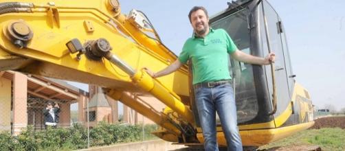 Salvini, escrementi sul palco a Battipaglia