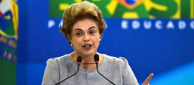 Dilma Rousseff critica José Serra