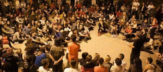 Foto: Divulgação Facebook - Artistas anônimos tomaram o prédio da Funarte