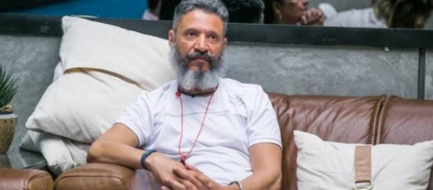 Laércio no sofá do Big Brother Brasil