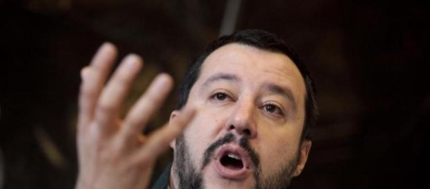 Nuovo attacco di Salvini ai centri sociali