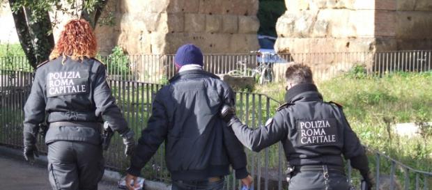 Roma, Nomentano: sequestrati 4500 kg di materiale illegale da parte dei vigili al mercato di via Conti