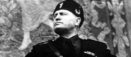 Una famosa immagine di Benito Mussolini