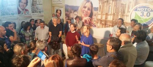Bagno di folla in via Cavour per Figura