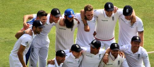 https://commons.wikimedia.org/wiki/File:The_England_Cricket_Team_Ashes_2015.jpg