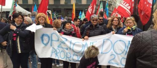 Riforma pensioni, una manifestazione per Opzione Donna proroga al 2018