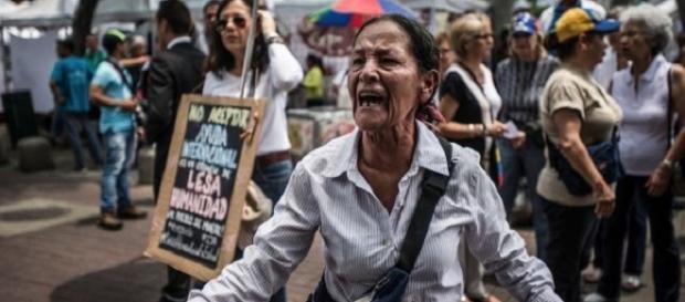Il crollo del prezzo del petrolio sta conducendo il Venezuela alla povertà estrema