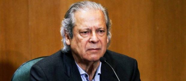 Mesmo cumprindo pena pelo mensalão, José Dirceu foi condenado pelo Petrolão