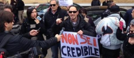 Matteo Renzi contestato a Bergamo.