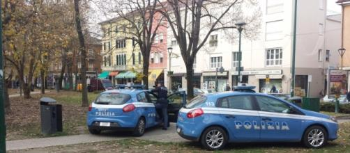 Auto della Polizia di Stato di Venezia-Mestre durante il lavoro