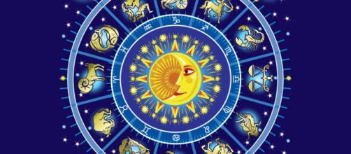 Consejo de los Arcanos Mayores del tarot, para cada signo del zodiaco.