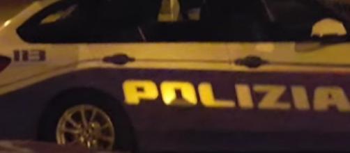 Polizia impegnata in un servizio notturno