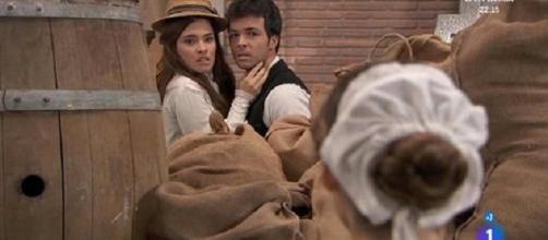 Una Vita, Pablo bacia Leonor ma anche Maria Luisa