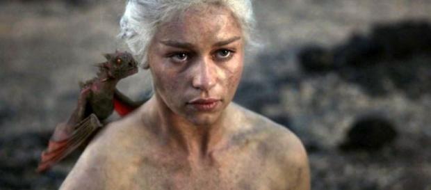 Emilia Clarke es Daenerys en Juego de Tronos