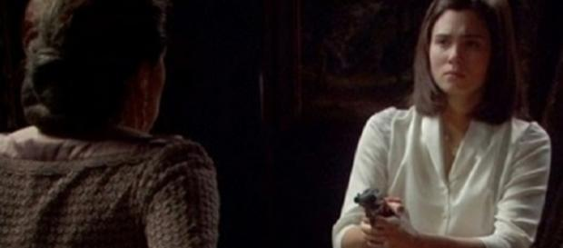 'Il Segreto', anticipazioni 20 maggio 2016: Maria minaccia Francisca con una pistola.
