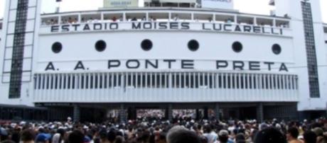 Jogo de tradição no estádio Moisés Lucarelli