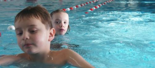 Public pools could pose serious health risks to swimmers. [Photo via Sicko Atze van Dijk/Flickr]