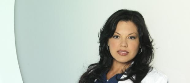 Sara Ramirez interpretando a Dr. Torres (Imagem: Google)