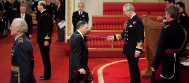 Momentul în care Sir George Iacobescu a primit titlul de Cavaler al Marii Britanii