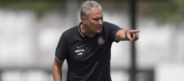 Tite já pode contar com Camacho em seu time e aguarda por Bruno Paulo