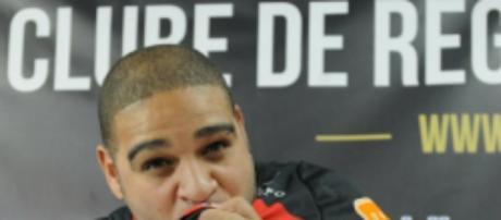 Dois dias após manifestar desejo de voltar ao Flamengo, Adriano pede na Justiça penhora de receitas do clube
