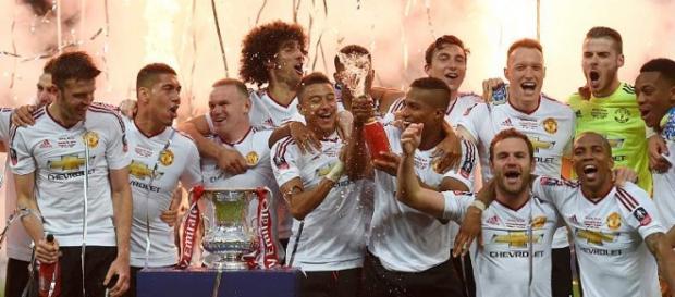El United igualó al Arsenal como el máximo ganador de la Copa de la Liga con 12 trofeos