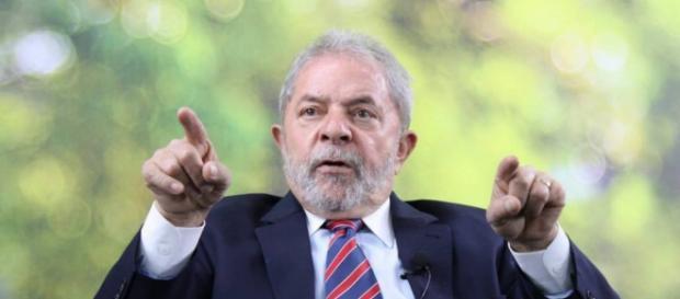 Ex-presidente Lula atuava como lobista da construtora Odebrecht.