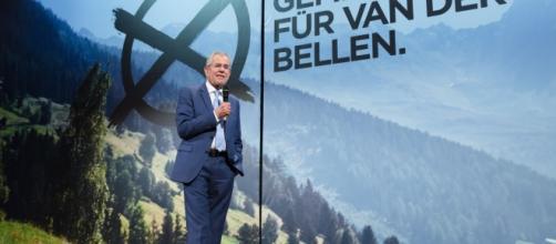 Autriche: Elu à 50,3 % des voix, Van der Bellen devient Président