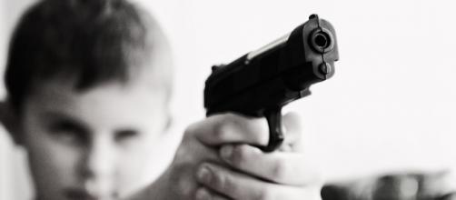 Una menor de 5 años pierde la vida al jugar con un arma de fuego