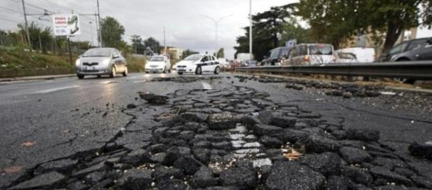 Le buche di Roma, un pericolo costante